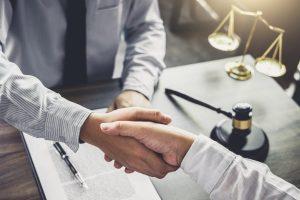 Какие полномочия представителя указывать в доверенности на представление интересов в суде
