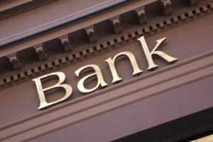 В банк
