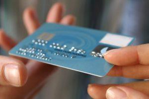 Можно ли оформить доверенность на получение пластиковой карты