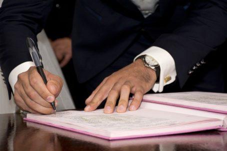 Доверенность на право заключения договоров от юридического лица