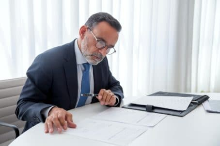 Доверенность адвокату на представление интересов в суде физического и юридического лица